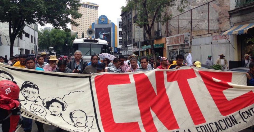 Desquician maestros de la CNTE avenidas en la ciudad de Puebla