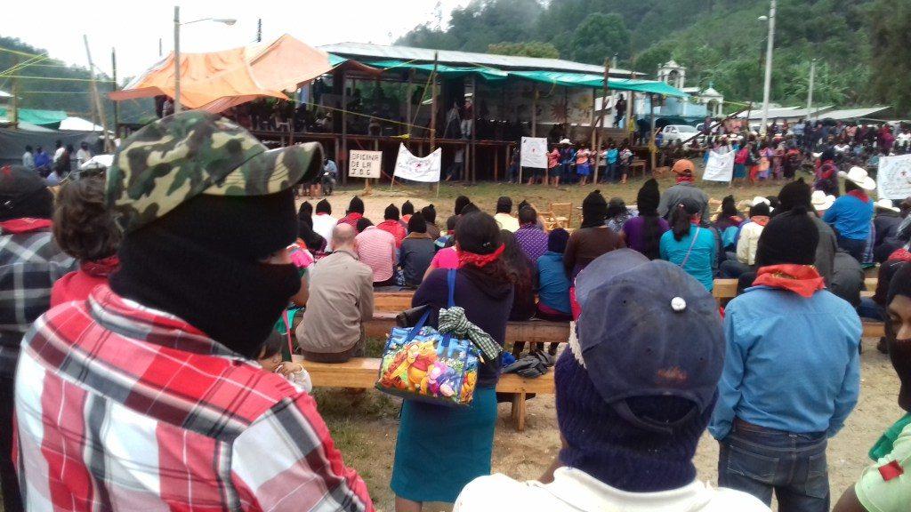 En la tarde el publico se vuelve a concentrar para continuar con el evento