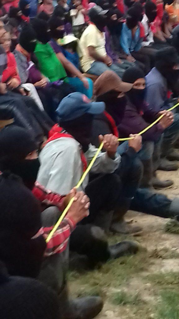 los milicianos ue forman el cordon pudieron hacer su trabajo sentados y presentciar las obras.