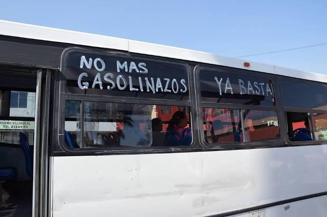Protestan contra gasolinazo choferes de la Hipodromo en Monclova, Coahuila