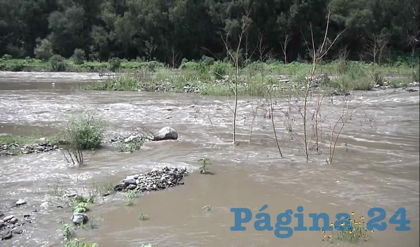 Las críticas al proyecto se enfocan en señalar que no se cuenta con un plan hídrico que permita la recuperación de acuíferos que se han visto afectados por las grandes construcciones de la ciudad y se pretende obtener agua de cualquier lado sin importar los costos y afectaciones