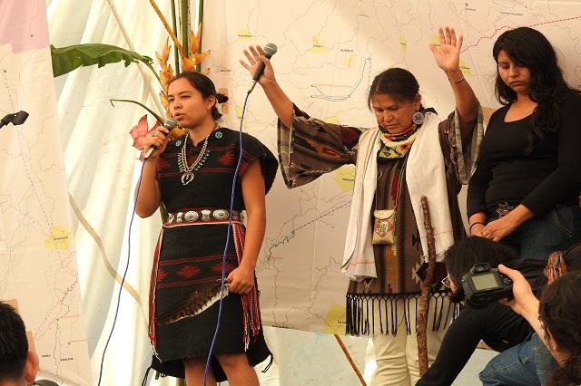 Se reúnen indígenas afectados por Trump con totonakus de Puebla