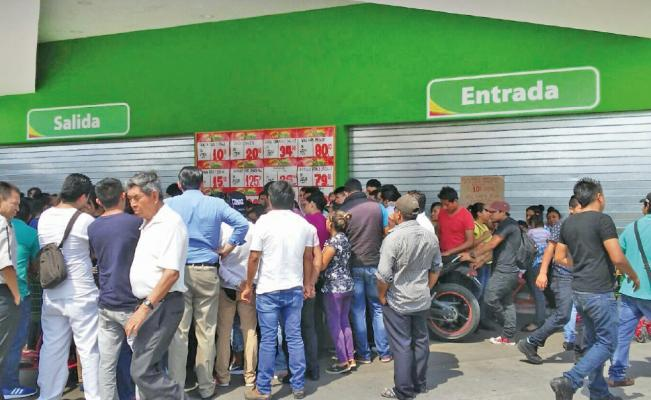 Paran empleados de tiendas Walmart en Guerrero