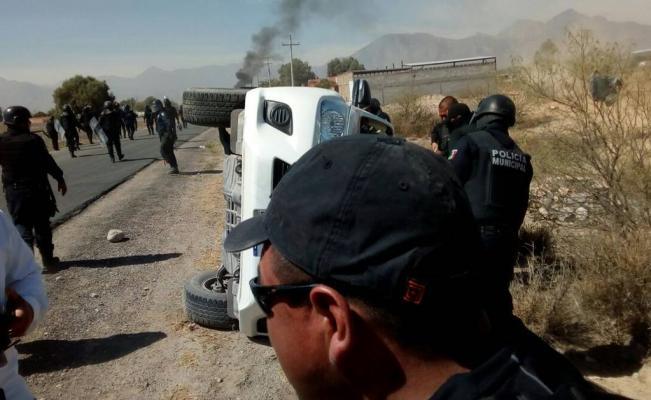 37 detenidos y 20 heridos deja enfrentamiento entre policías y manifestantes en Durango