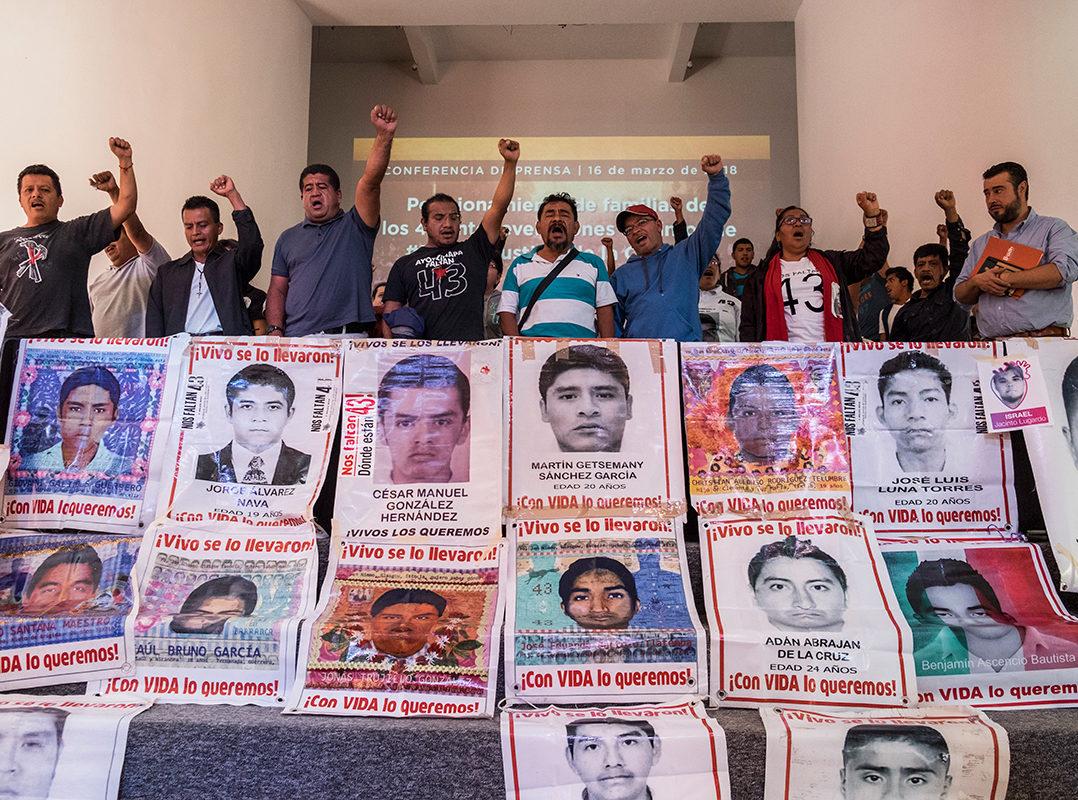 Por las elecciones, olvidan a normalistas desaparecidos: padres de los 43