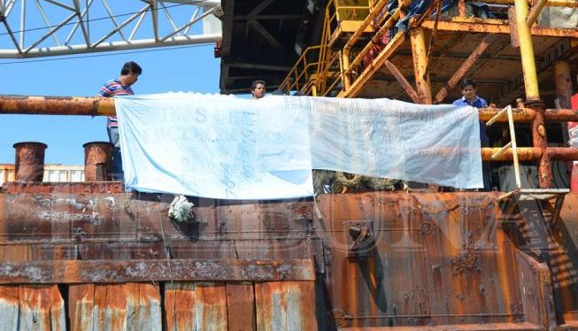 En huelga de hambre obreros de barcaza; sin pagos desde 2017 (Campeche)