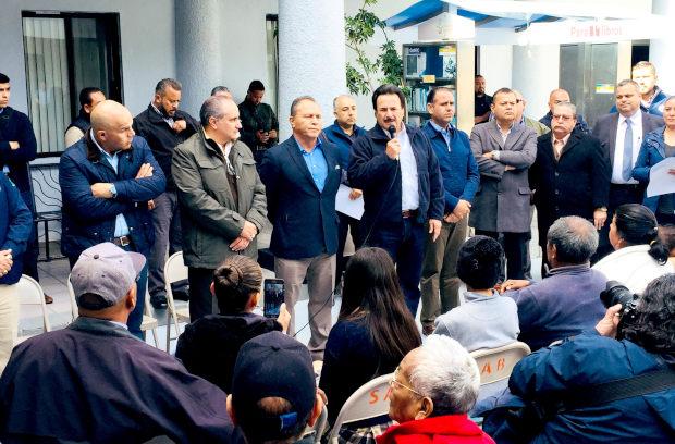 """Afectados de Lomas del Rubí amenazaron con invadir Grupo Melo para así ser atendidos por """"El Patas"""", tres meses después de colapso (Baja California)"""