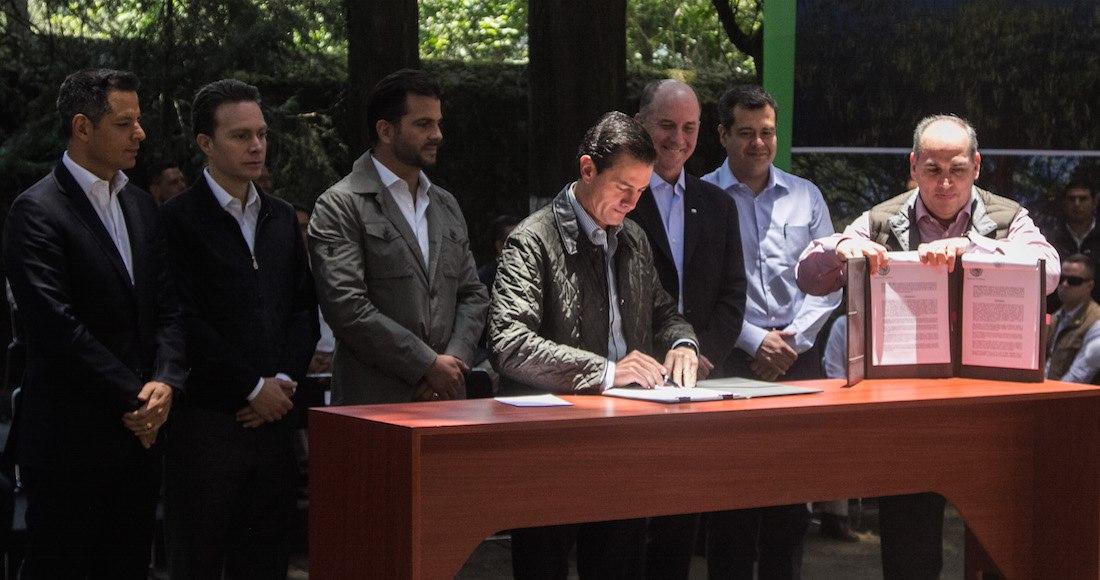 10 decretos que firmó EPN dan el agua a petroleras, refresqueras, mineras y cerveceras, advierten