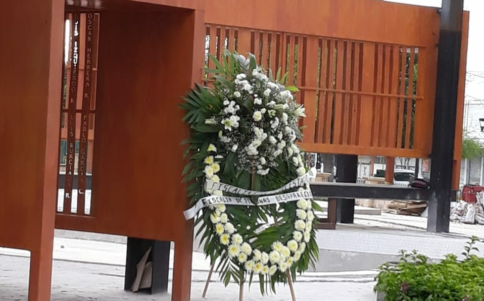 Fiscalía de Coahuila envía coronas fúnebres a familiares de desaparecidos