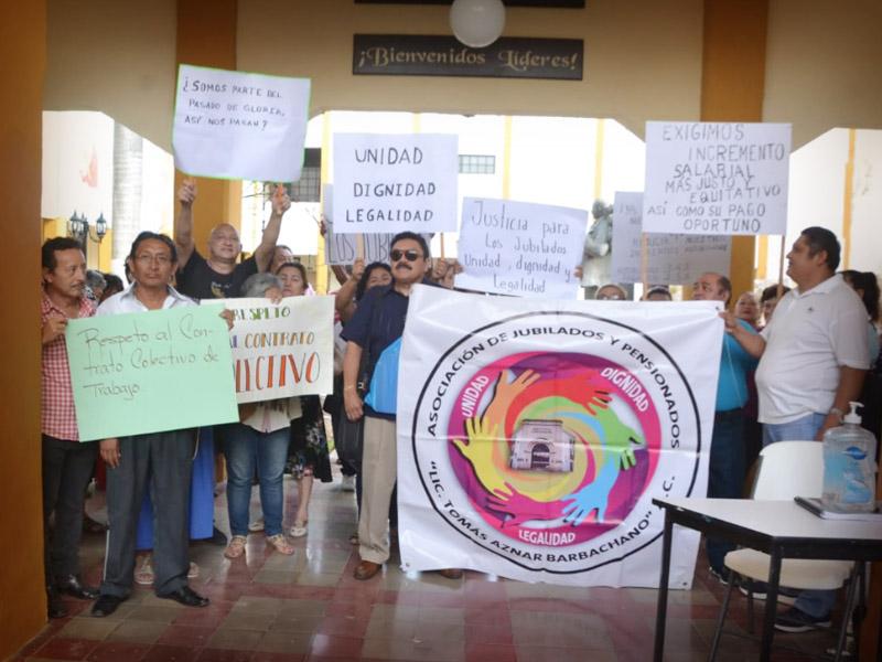 Exigen incremento salarial jubilados y pensionados del IC (Campeche)