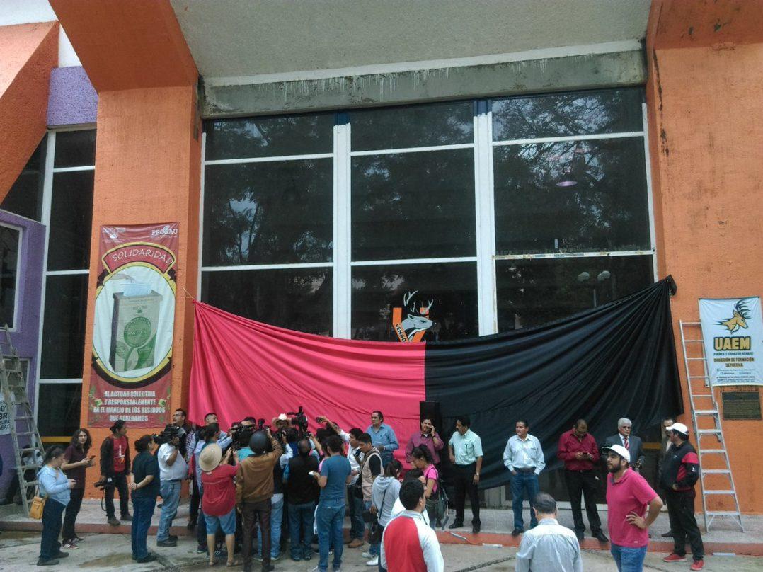 La UAEM cumple cinco días en huelga por insolvencia económica