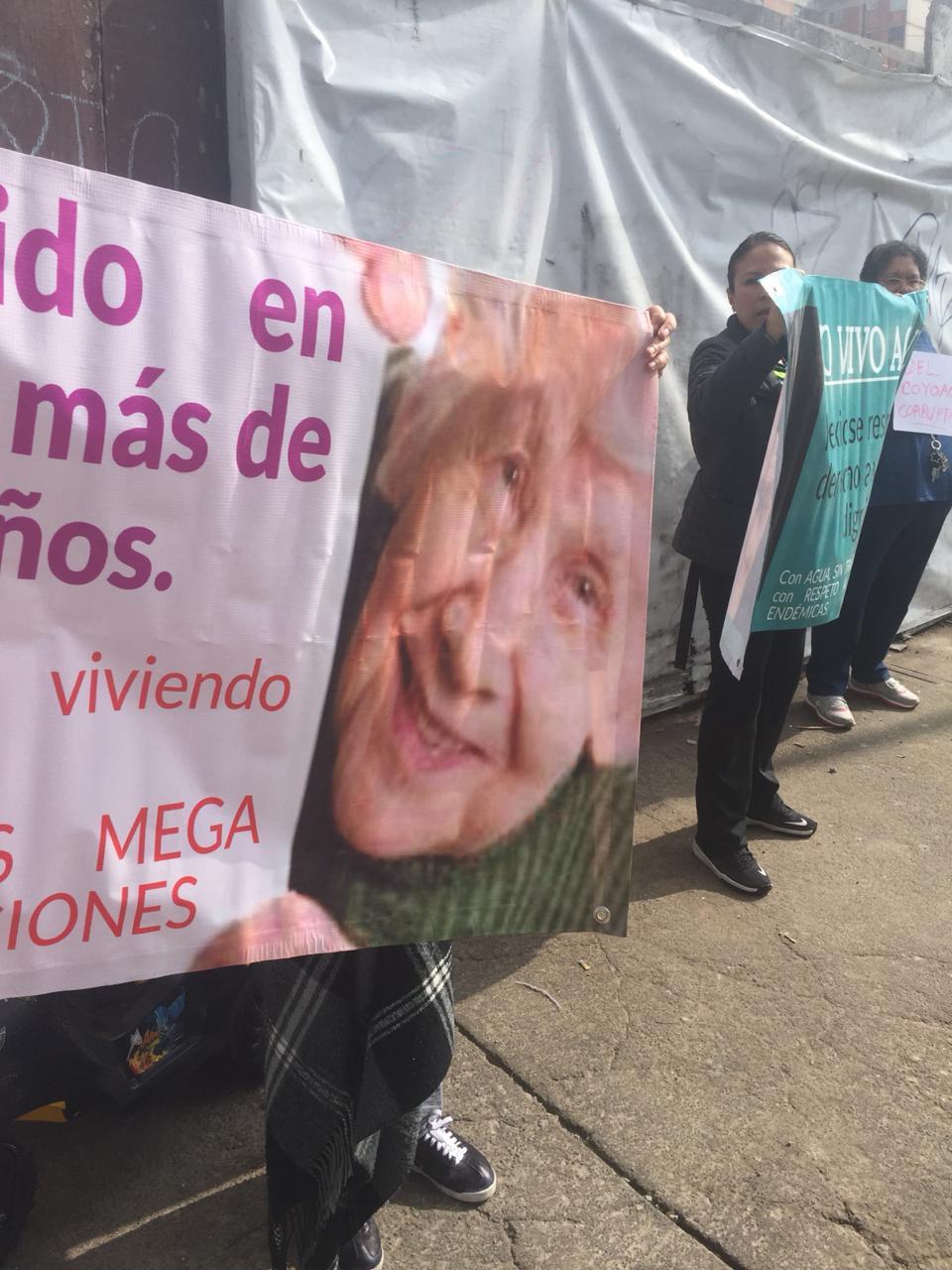 Se manifiestan una vez más frente a Mantik Pedregal contra las irregularidades con que operan inmobiliarias (Ciudad de México).