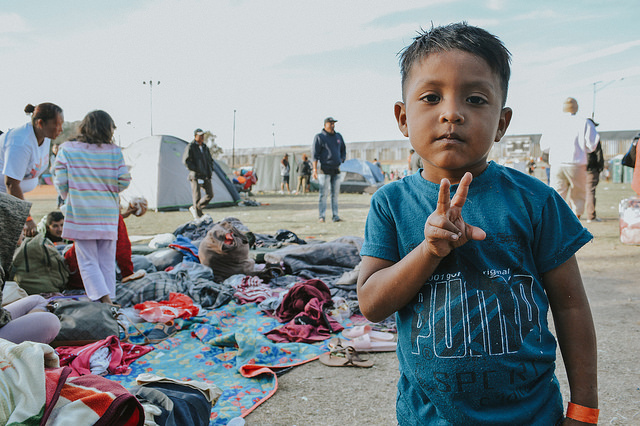 """""""Lo único que queremos es paz"""". Crónicas de odio y solidaridad frente a la caravana migrante en Tijuana"""