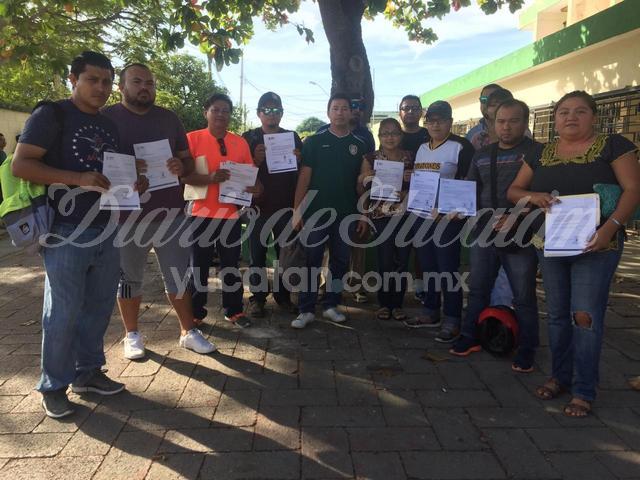 Protestan maestros frente a la SEP, no les han pagado desde agosto (Yucatán)