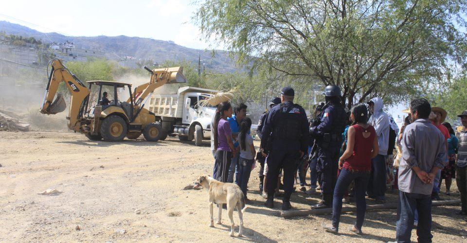 Desplazados en Guerrero son desalojados con máquinas