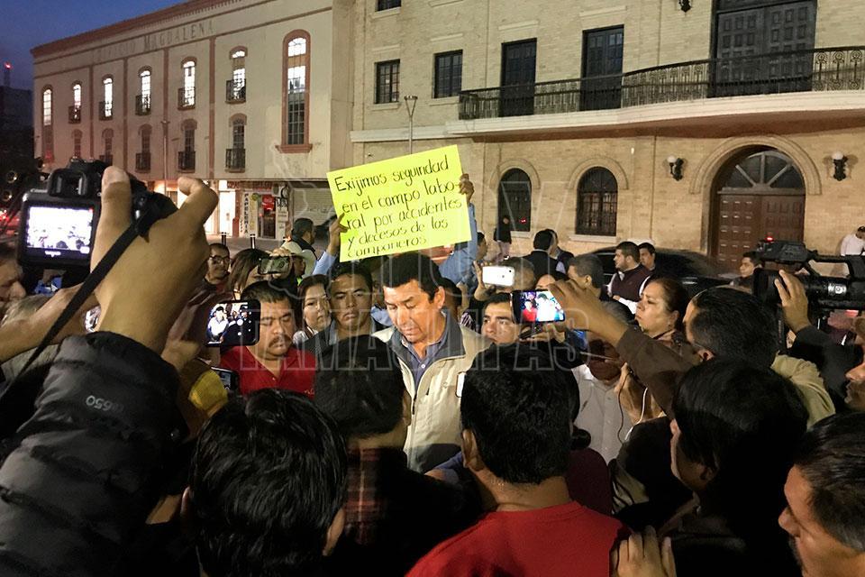 Protestan empleados de la JAD frente a alcaldía de Matamoros (Tamaulipas)