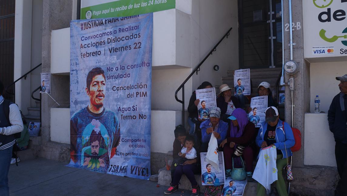 Toman oficinas de CFE en Huajuapan (Oaxaca)