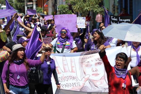Feministas y defensoras de derechos humanos marchan en Guerrero contra feminicidios