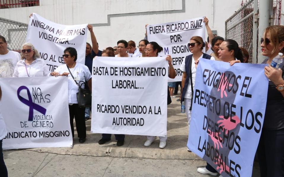 Protestan trabajadores de Salud por acoso y hostigamiento (Nuevo León)