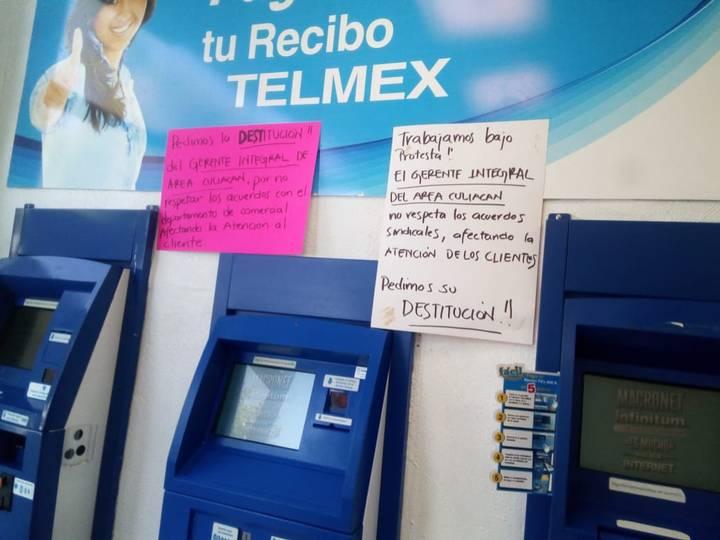 Protestan empleados de Telmex con cartulinas en su centro de trabajo (Sinaloa)