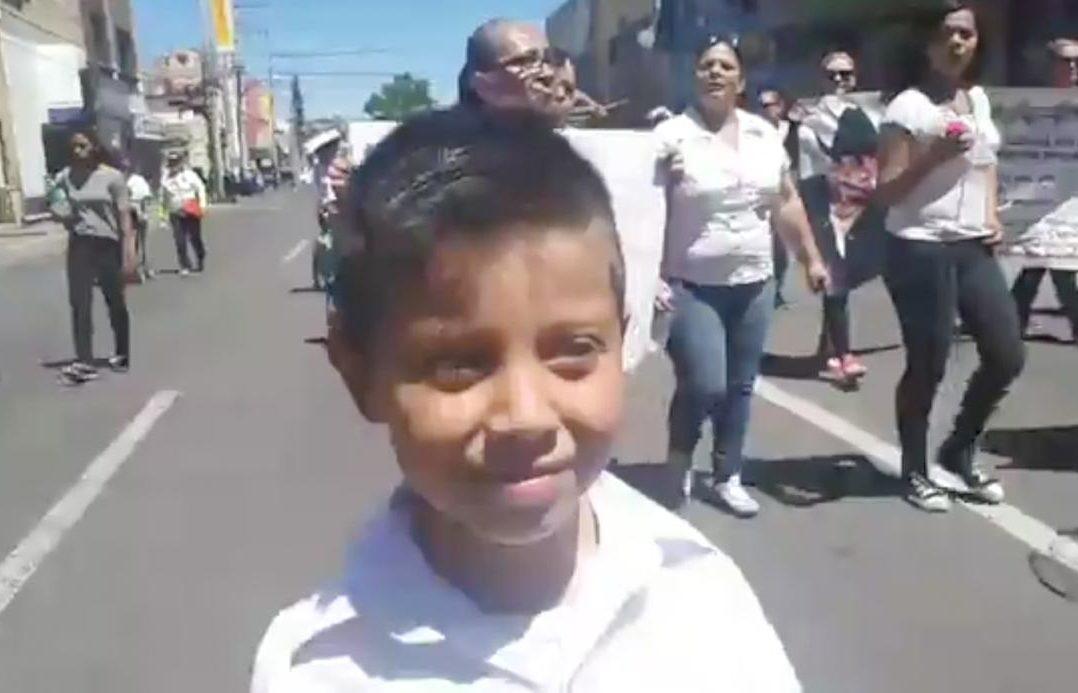 """Jayden, el """"rastreador"""" más pequeño, busca a su madre desaparecida (Sonora)"""