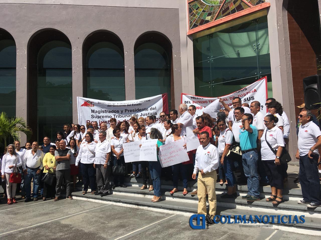 Protestan trabajadores del STJE por falta de pago de incremento salarial