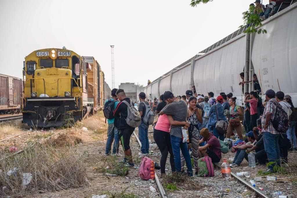 México emprende cacería contra migrantes que viajan en la Bestia (Veracruz, Tabasco)