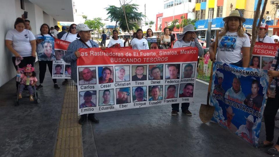 Rastreadoras marchan por sus hijos desaparecidos (Sinaloa)