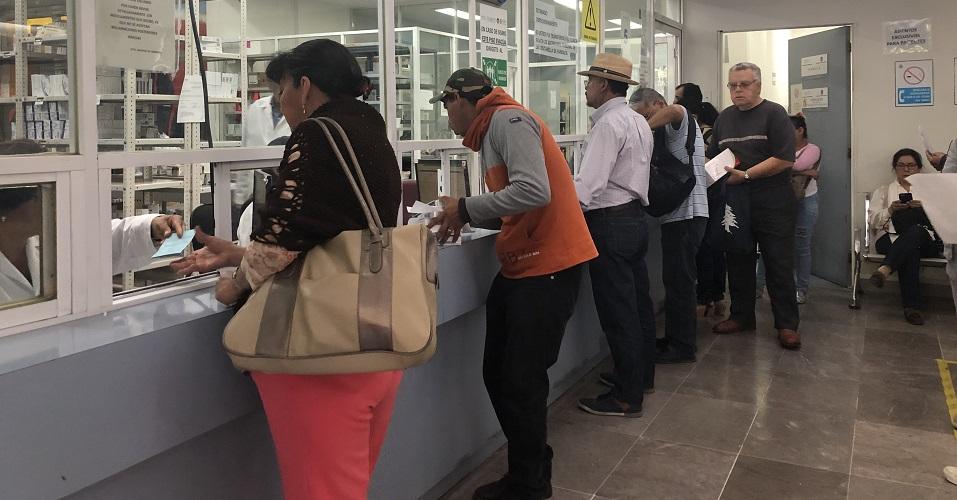 Hacer fila durante horas, para que no haya medicamentos: lo que padece la gente en el ISSSTE (Ciudad de México)
