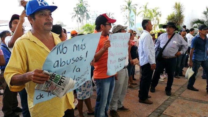Marchan contra la privatización del agua en Villahermosa (Tabasco)