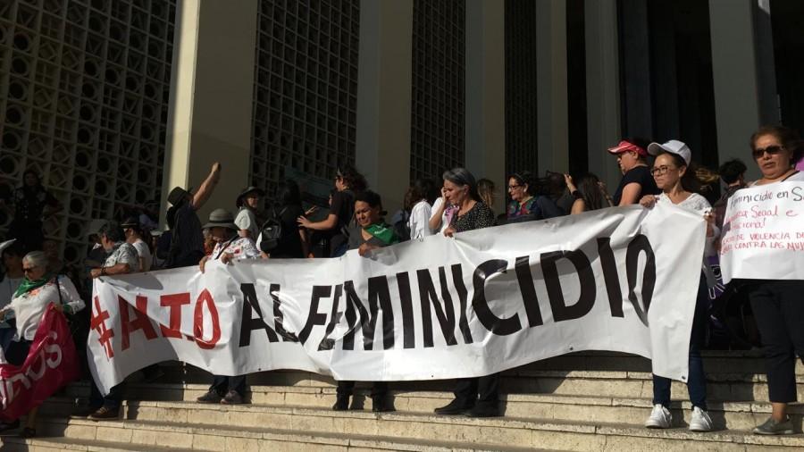 """""""No son muertas, son asesinadas"""", marchan en Hermosillo por feminicidios y agresiones en Sonora"""