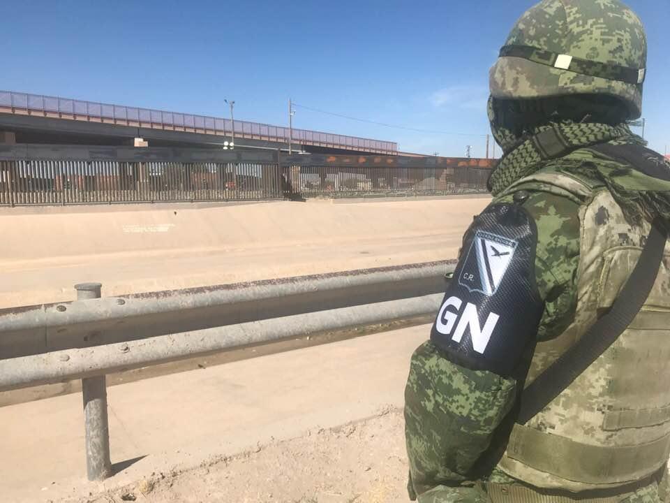 Usan militares brazalete de Guardia Nacional en patrullaje antimigrante en Ciudad Juárez (Chihuahua)