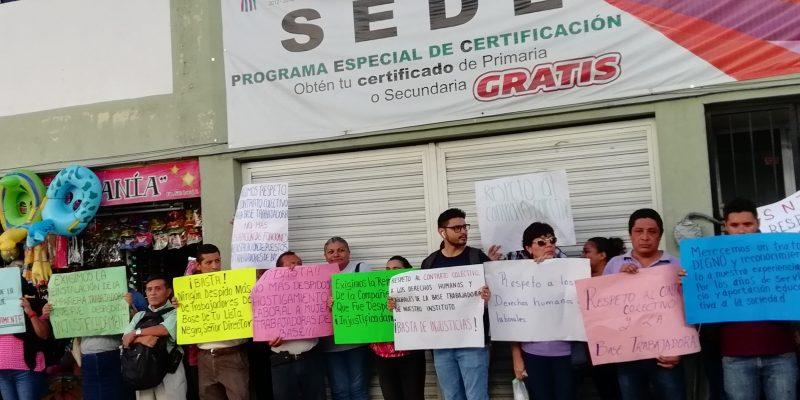 Empleados del IEAEY toman las oficinas en protesta por malos tratos (Yucatán)