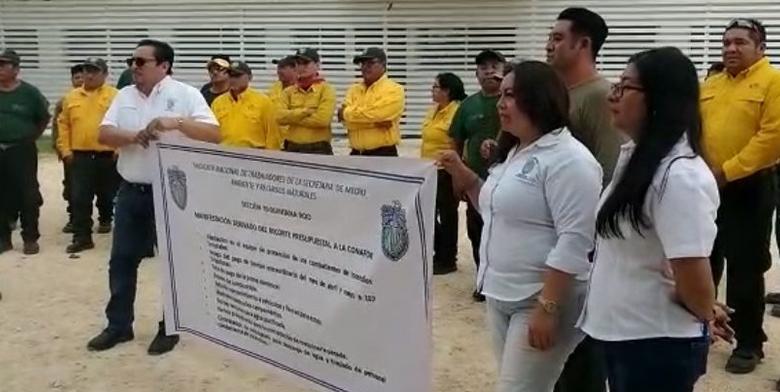 Empleados de Conafor protestan en Cancún por recortes presupuestales y carencia de equipos