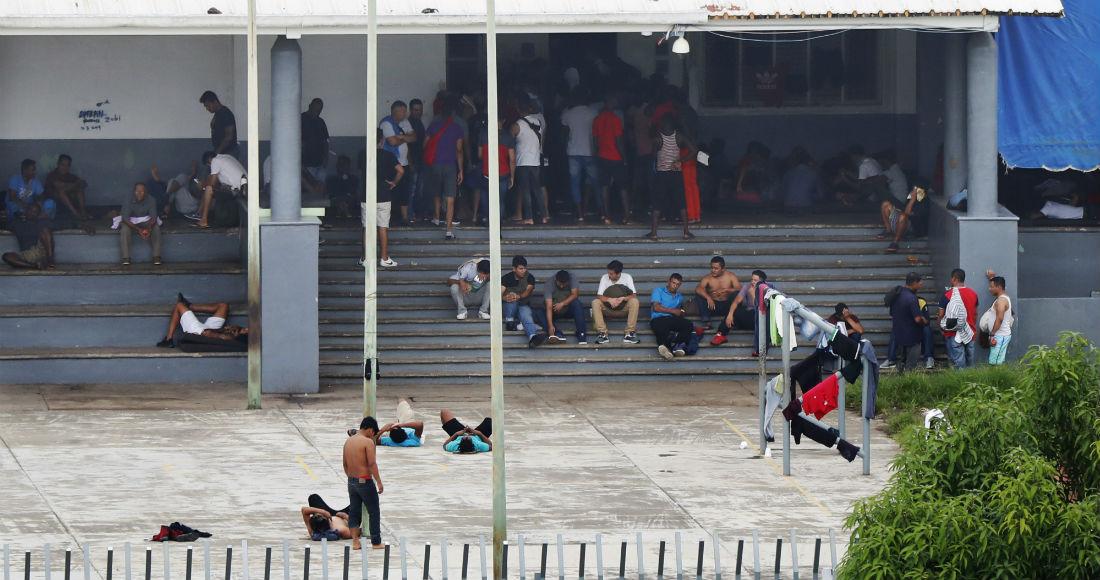 Welcome to México: Cubículos de 4 por 3 para 50 personas; letrinas rebosadas; poca comida y agua