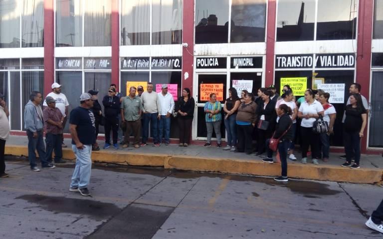 Extrabajadores toman la Presidencia Municipal de Tepehuanes