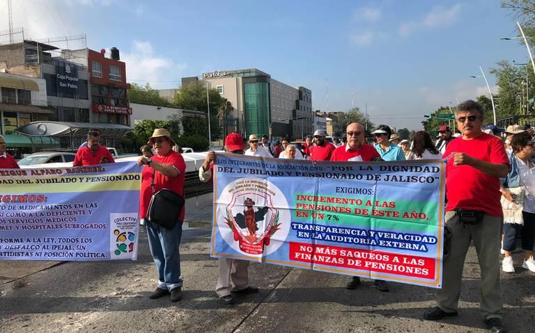 Exigen pensionados sanciones a quienes provocaron quebranto de finanzas de Ipejal (Jalisco)