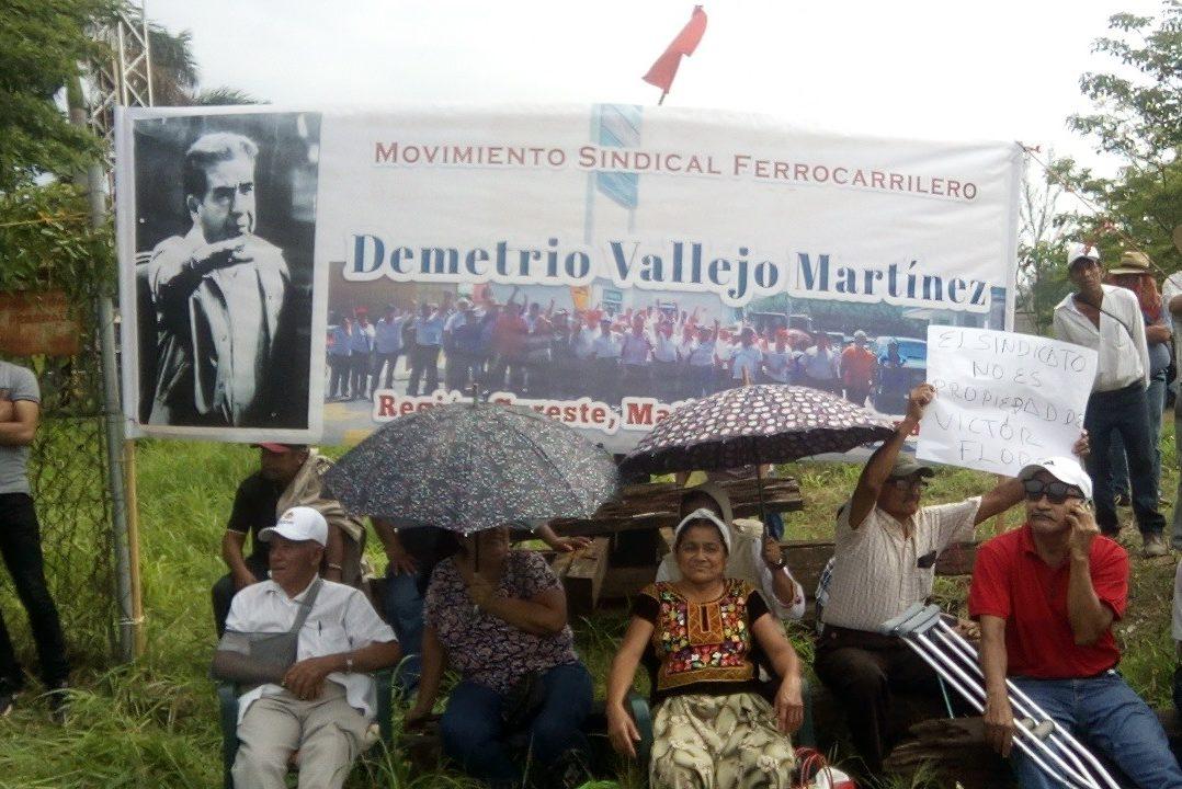 Bloquean vías férreas en protesta por megaproyecto interoceánico del Istmo de Tehuantepec (Oaxaca)