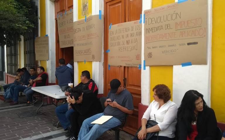 Se manifiestan los trabajadores del INAH Jalisco