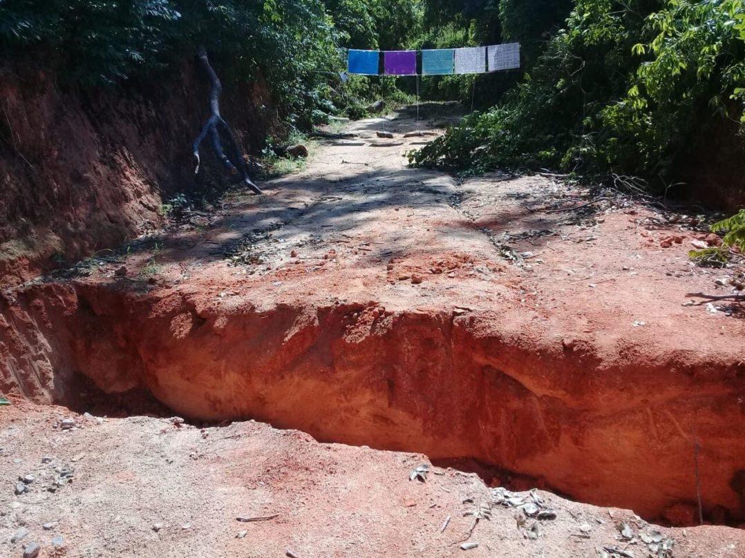 Cortan un camino en la sierra de Guerrero para protestar contra la violencia armada