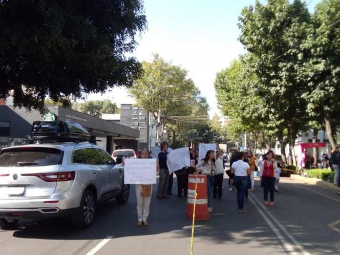 Bloquean trabajadores avenidas principales de CDMX