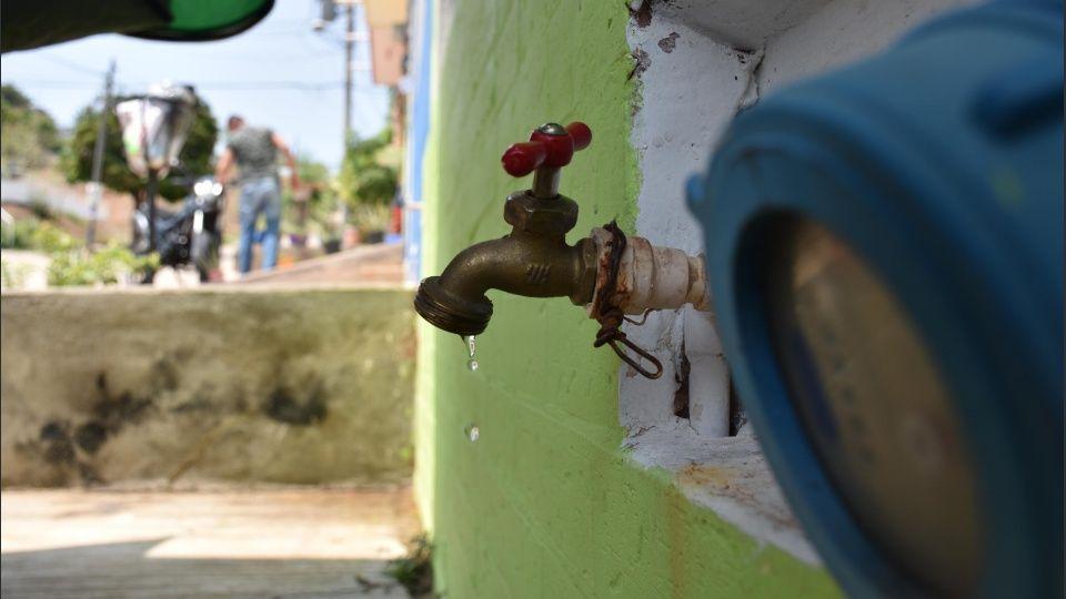 Colonias continúan sufriendo desabasto de agua potable (Sinaloa)