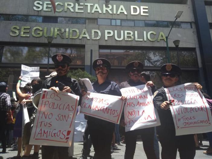 """""""¡No nos cuidan, nos violan!"""", protestan mujeres por agresiones sexuales de policías capitalinos (CDMX)"""