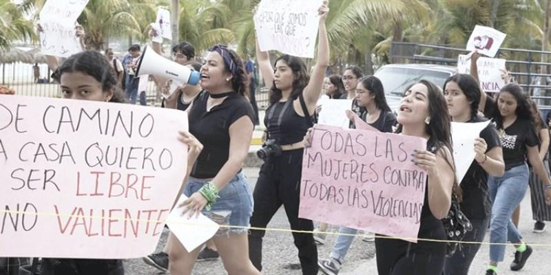 Replican con marcha en la Costera la protesta nacional contra feminicidios (Guerrero)