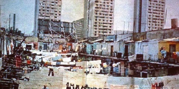 La mitad de habitantes de la CDMX es pobre, y 49.2% viven hacinados: Evalúa
