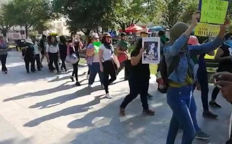 Mujeres protestan en la plaza del 15 Hidalgo en Victoria (Tamaulipas)