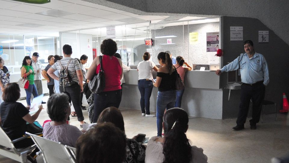 No les dan medicinas tras horas de espera en el ISSSTE (Sinaloa)
