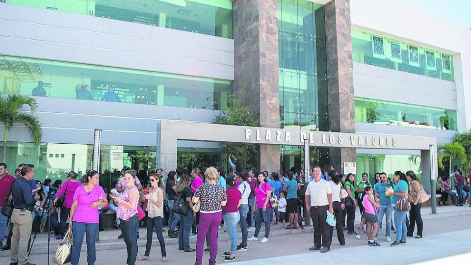 Maestros afiliados al SNTE 27 denuncian acoso laboral (Sinaloa)