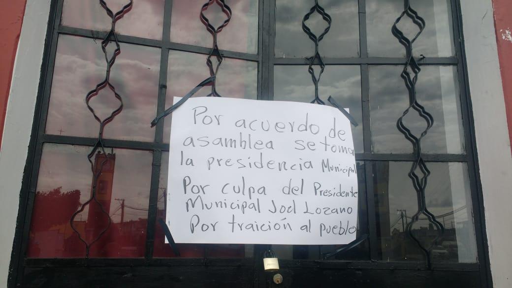 Toman de manera indefinida la alcaldía de Juan C Bonilla; edil incumple con frenar descargas industriales (Puebla)