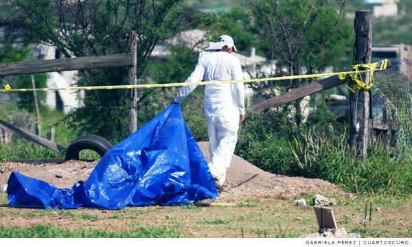 Mil cuerpos hallados en fosas clandestinas en Coahuila, aún sin identificar